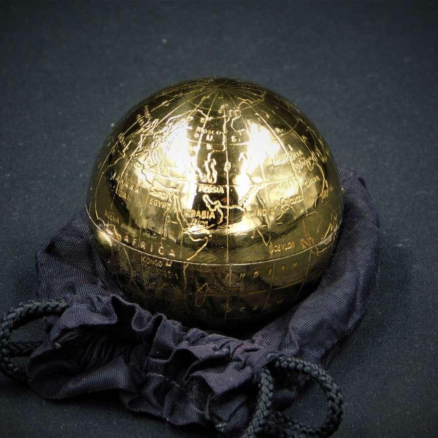 Pygmalion Globe Powder Compact